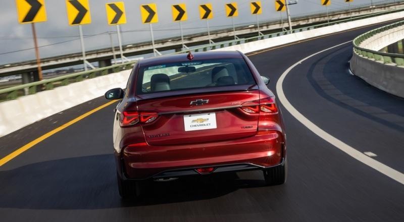 Прикинувшийся новым Chevrolet Cavalier седан Monza оказался заметно дороже предшественника