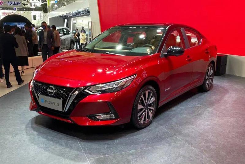 Седан Nissan Sylphy стал гибридом с новым салоном
