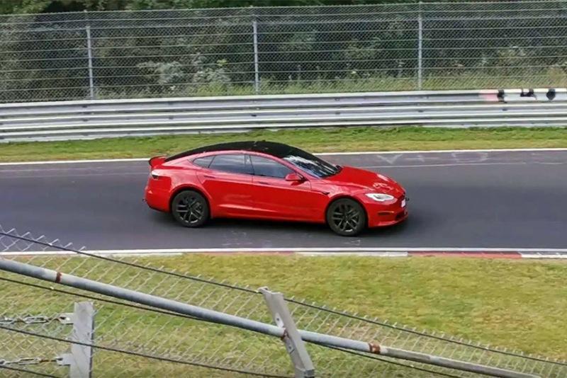 Tesla Model S Plaid на Нюрбургринге: Taycan остался позади