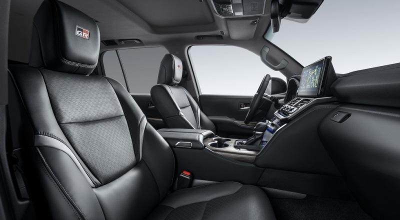Топовый Toyota Land Cruiser 300 GR Sport предложен в России с двумя моторами на выбор