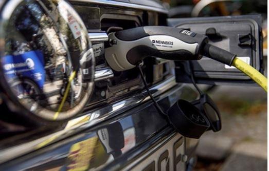 Традиционные автомобили помешают электрокарам захватить мир