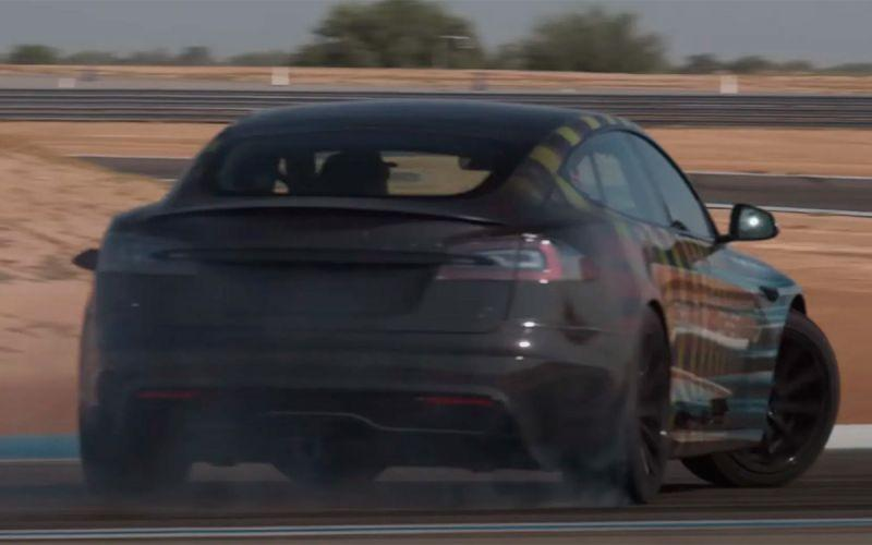 Видео: самая мощная Tesla утроила дрифт на гоночном треке