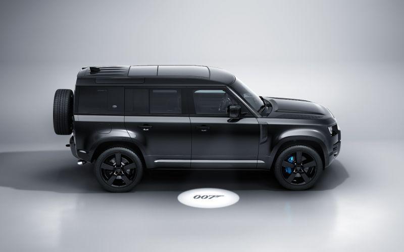 Названы рублевые цены на Land Rover Defender из новой бондианы