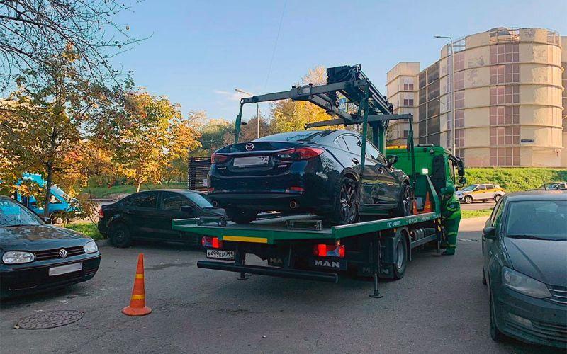 В Москве приставы забрали у водителя Mazda за штрафы на ₽400 тыс.