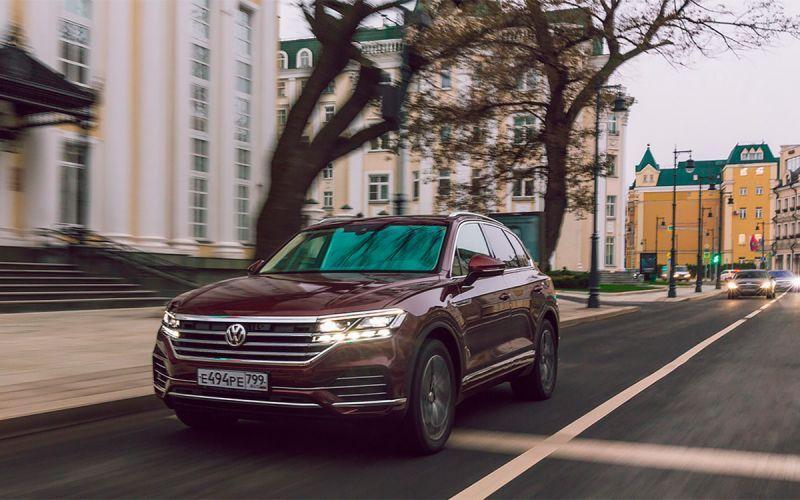 В России отправят на сервис новые VW Touareg из-за дефекта в подвеске